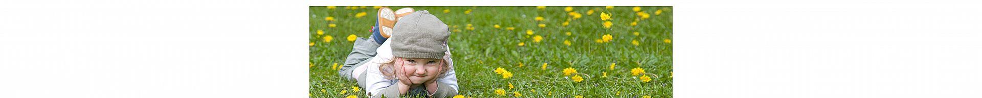 ילדה בשדה חרציות
